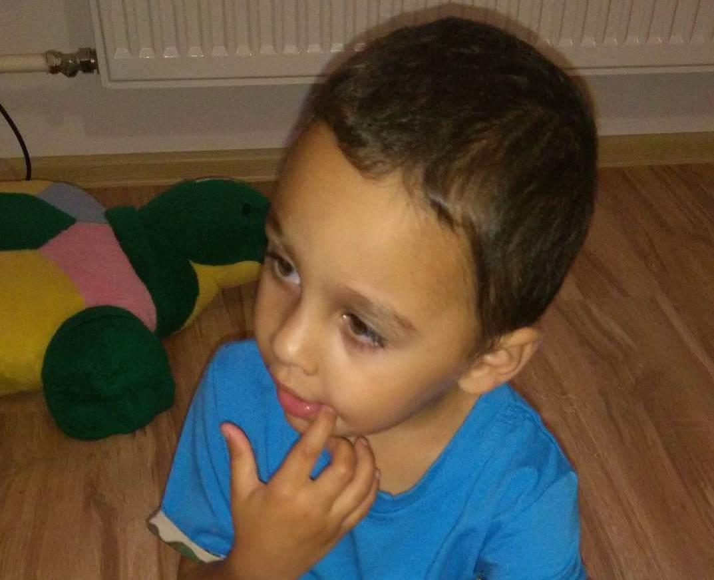 da4e999dd Dominik sa teší z nového nábytku | Srdce pre deti